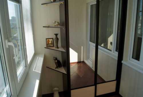Мебель для лоджии и балкона: шкаф, диван, кресло, компьютерный стол
