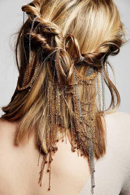 Модные аксессуары на лето: золото в волосах