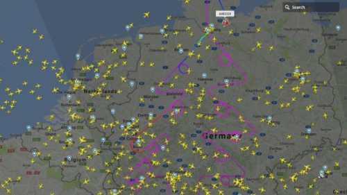 Airbus нарисовал в небе над Германией рождественскую елку