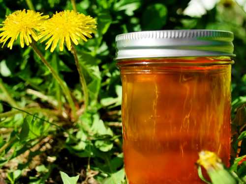 Когда варенье приобретёт цвет мёда, убрать с огня