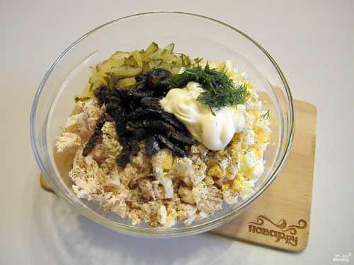 Салат из курицы с черносливом